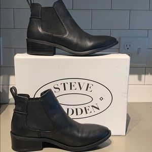 *NEW*Steve Madden Black Leather Booties